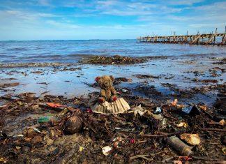 Cerca de 8 toneladas de resíduos plásticos são despejados no mar anualmente. Foto: Reprodução.